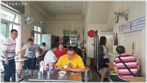 3d372133 7341 4c58 95c5 f25d394240b5 - 軍功路人氣傳統早午餐│炒麵、滷肉飯、豬血湯只要銅板價,加湯免費