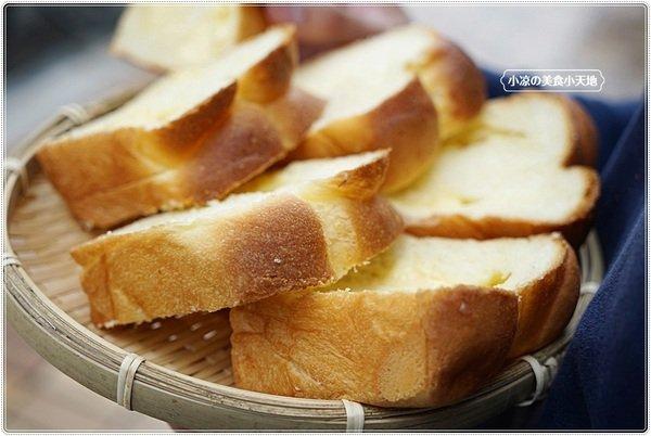 """f27e8bb8 c380 49ff 9cd5 6785cb5dc708 - 熱血採訪│麵包控集合!興大人氣麵包店""""糖印麵包""""搬家囉!! 每日出爐近5.60種以上傳統、日式、歐式、義式麵包,吐司甜點蛋糕等,試營運期間全面8折!!"""