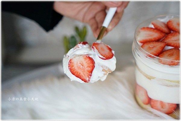 f2912c3e e6ce 4c85 9eb8 b0850eb57c26 - 熱血採訪│台中浮誇雙層整顆草莓蛋糕就在威利與查理!草莓罐罐令人淪陷的戀愛滋味!