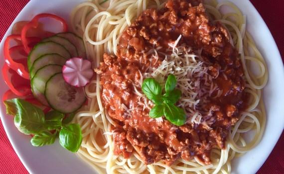 Spaghetti podane na talerzu