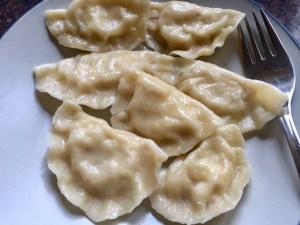 Pierogi z farszem z białego sera i ziemniaków