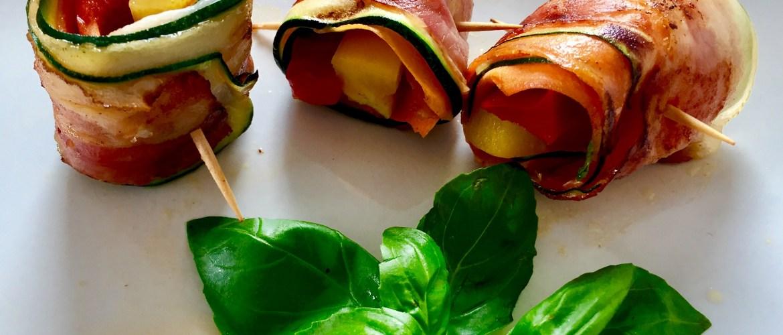 Roladki warzywne z wędzonym boczkiem