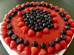 Ciasto przyozodbione owocami