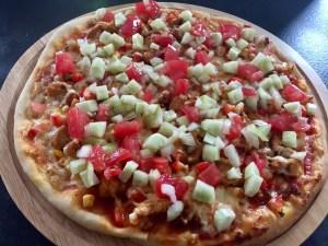Warzywa pokrojone w kostkę na pizzy kebab