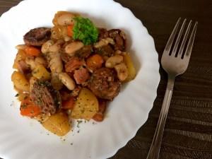 Sycący obiad z kiełbaską i ziemniaczkami