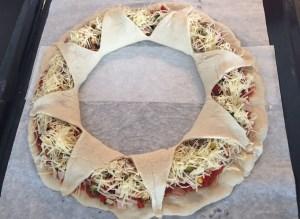 Pizza korona w przygotowaniu