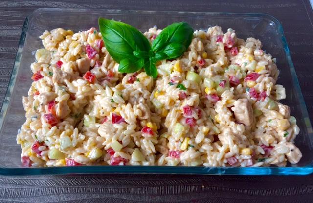 Sałatka z kurczakiem i makaronem ryżowym