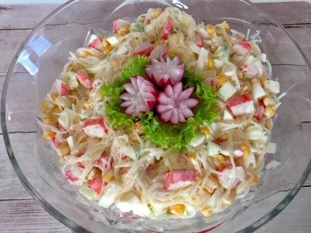 Salatka Z Surimi I Sosem Czosnkowym Blog Z Apetytem