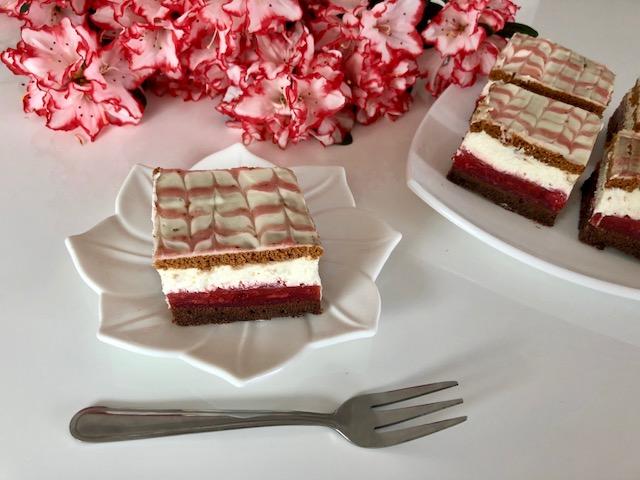 Czerwony kapturek - bajeczne ciasto z truskawkami!