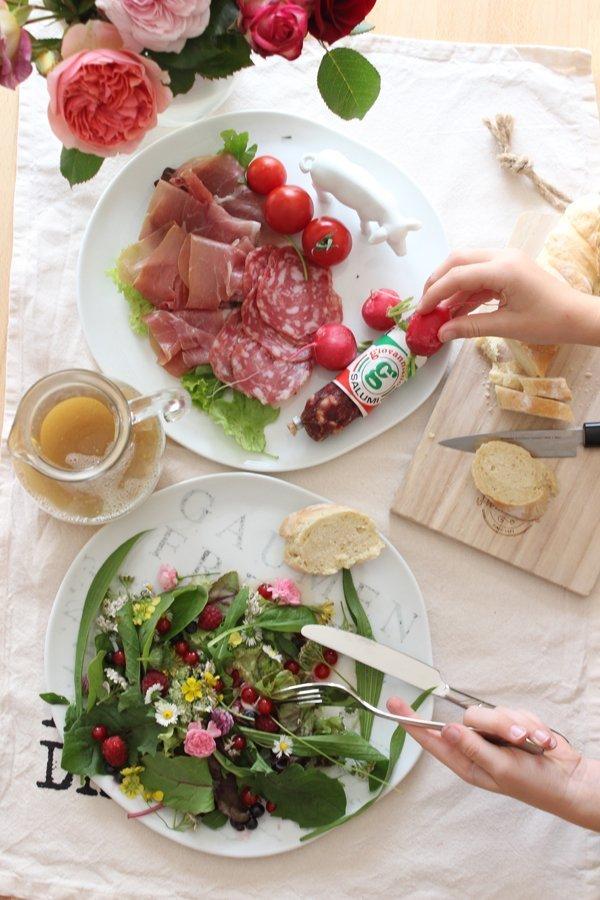 Wildkräutersalat Rezept serviert mit Geschenkidee Onlineshop
