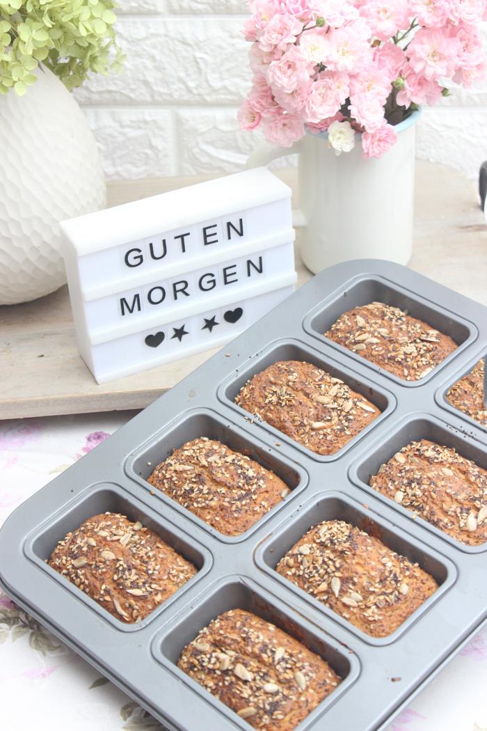 Low Carb Brötchen ohne Mehl mit verschiedenen Körner Rezept