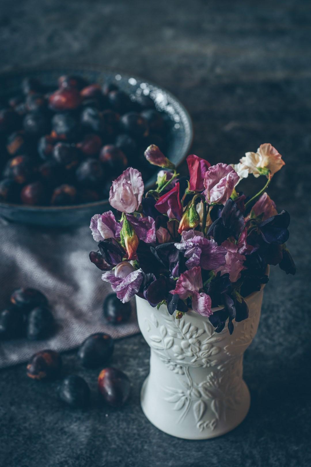 plommon och luktärter