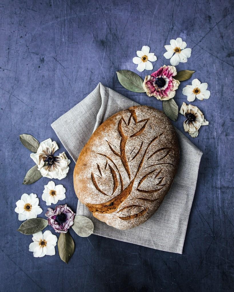 mustigt bröd med kaffe