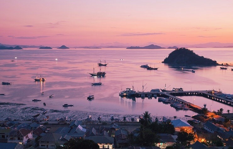 Sunset o'clock and gorgeous ocean view in the harbor of Labuan Bajo