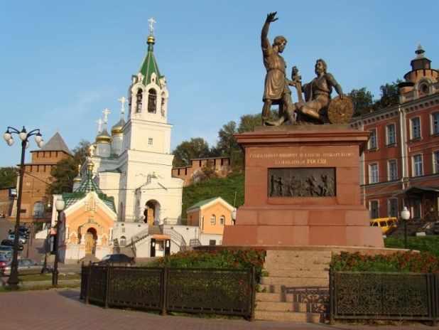 Памятник Кузьме Минину и Дмитрию Пожарскому - точная копия памятника в Москве.