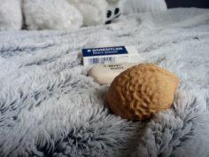 Gomme Staedtler Mars plastic - 1€25 / Gomme galet - Bic - 1€55 / Gomme en forme de noix - 2€80 (Elles viennent toutes du furet)