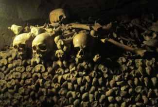 photo essay paris catacombs