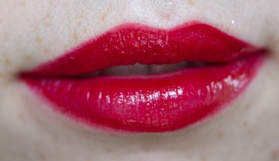 red perfect lips swatch