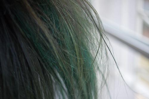 Comment enlever coloration cheveux
