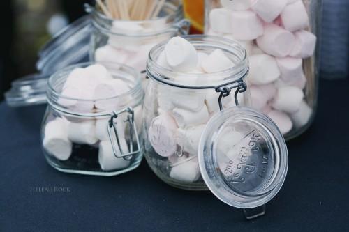 Mes marshmallow dans les bocaux récupérés chez mes parents.