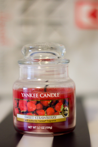 YANKEE CANDLE  sweet strawberry-1
