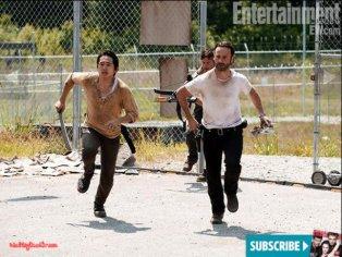 2-Walking-Dead-EW