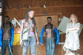 5-Walking-Dead-S3-TWD_GP_301_0507_0230a