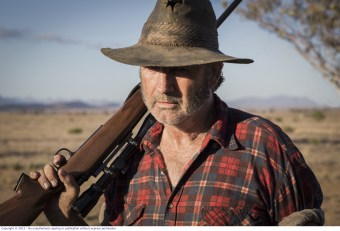 WolfCreek2_John Jarratt as Mick Taylor with gun 3