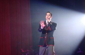 Darren_Criss_on_Glee_Tour_2