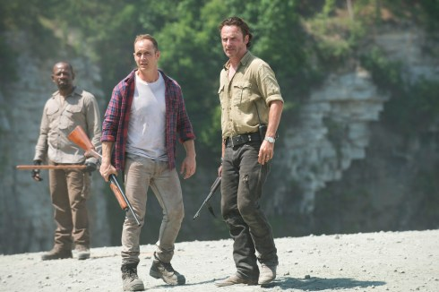 Lennie James as Morgan Jones, Ethan Embry as Carter and Andrew Lincoln as Rick Grimes - The Walking Dead _ Season 5, Episode 1 - Photo Credit: Gene Page/AMC