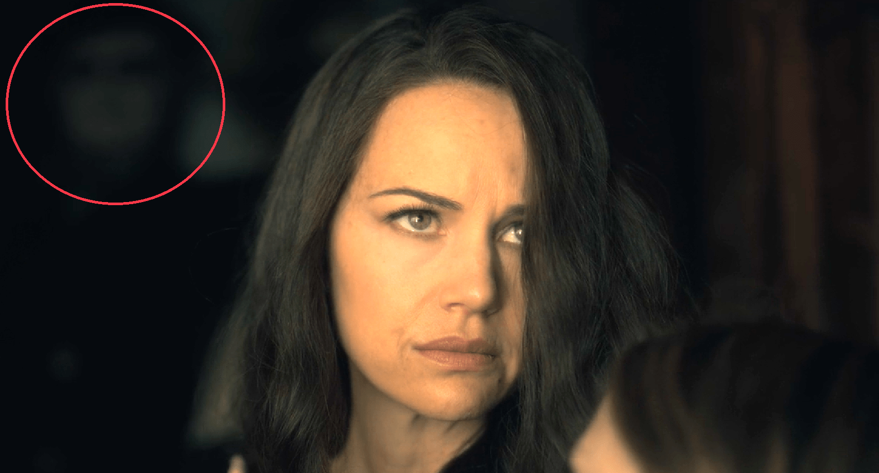 Image One Of The Hidden Ghosts In The Haunting Of Hill House Is A Gerald S Game Easter Egg Bloody Disgusting