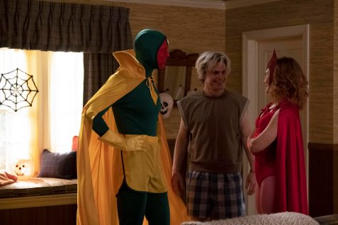 (L-R): Paul Bettany as Vision, Evan Peters as Pietro and Elizabeth Olsen as Wanda Maximoff in Marvel Studios' WANDAVISION exclusively on Disney+. Photo by Chuck Zlotnick. ©Marvel Studios 2021. All Rights Reserved.