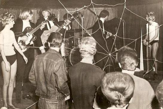 Meet The Spiders: Alice Cooper's Garage Punk Band - Bloody Popcorn