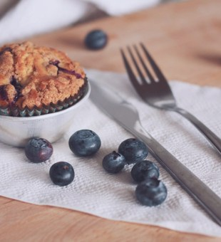 HOW TO BAKE THE PERFECT BLUEBERRY MUFFINS