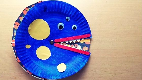 Blog Banner 13 Days of Halloween Crafts! Help your little one countdown to Halloween with creative crafts each day. Halloween Daily Craft Tracker Wheel Countdown Craft! #Craftsforkids