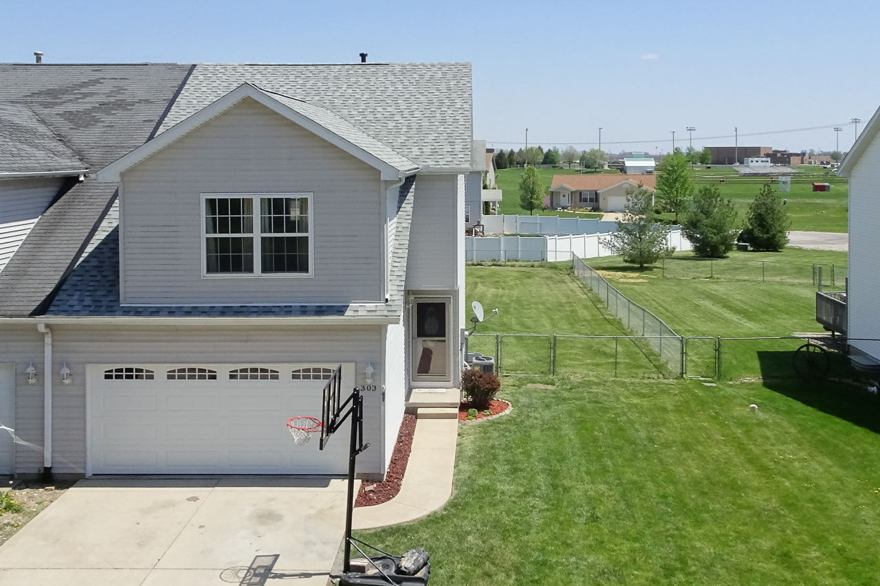 303 South Lincoln St. Downs, IL 61736