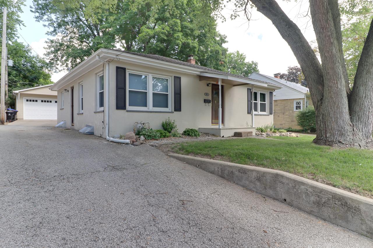 1511 N Linden St. Bloomington, IL 61701