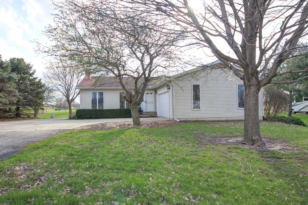 126 Countryside Dr. LeRoy, IL 61752 – OFF MARKET