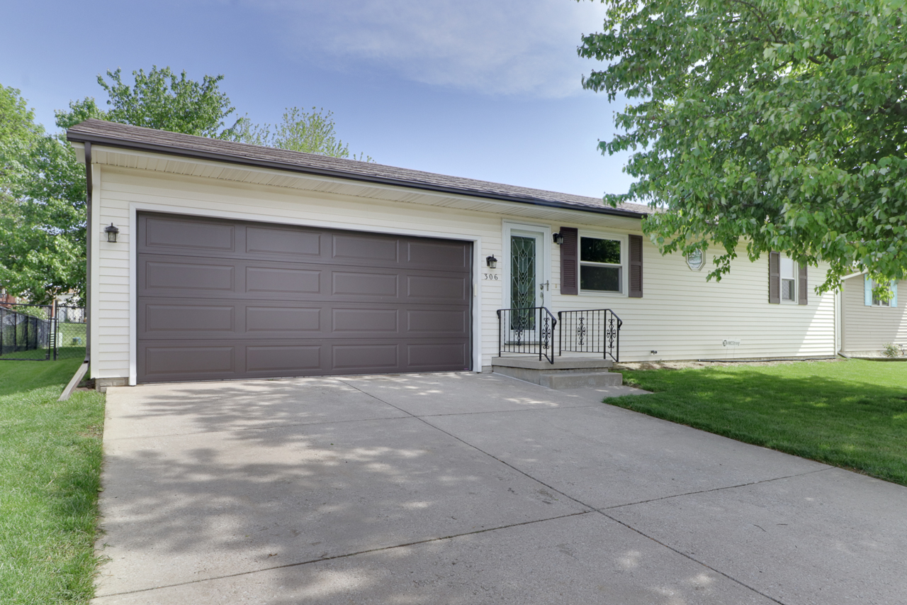 306 Jenny Lind Dr. Normal, IL 61761 – SOLD