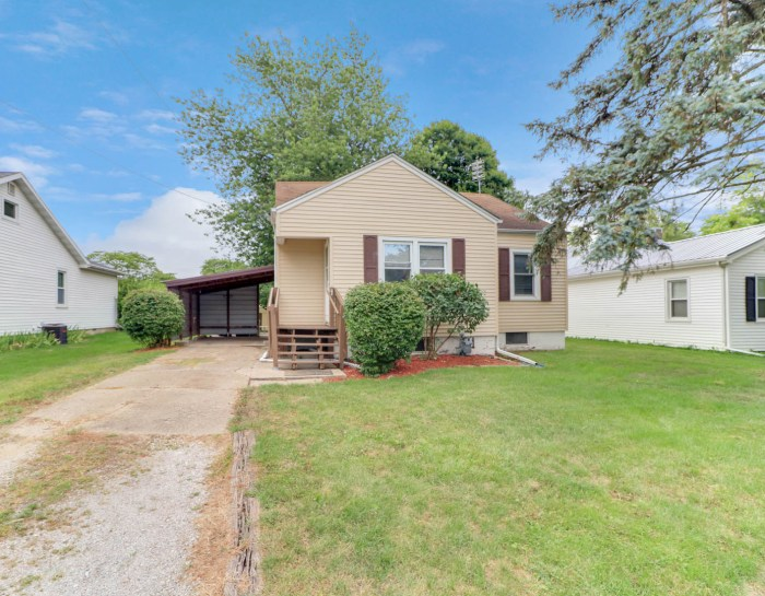 308 S Emery Street, Heyworth, IL 61745- UNDER CONTRACT!