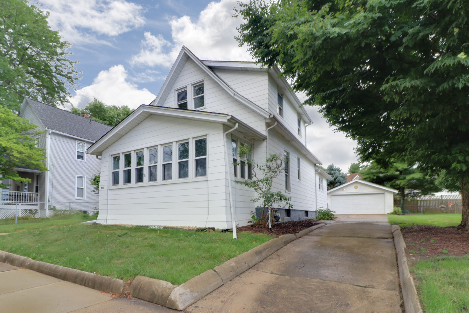 910 W Oakland Ave, Bloomington, IL 61701-SOLD!