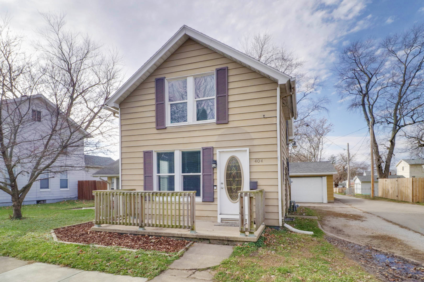 404 N Robinson St.,    Bloomington, IL 61701