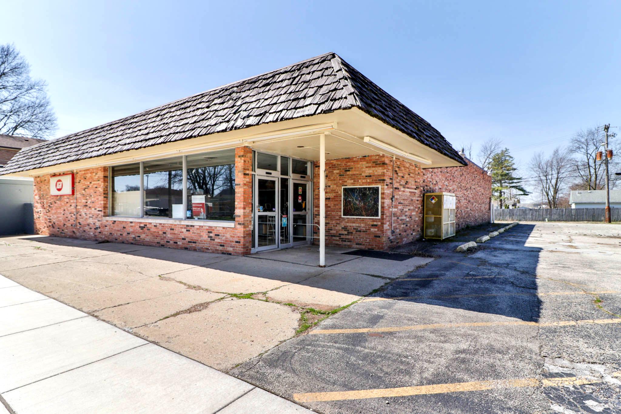 211 Main Ave,                   Minier, IL 61759