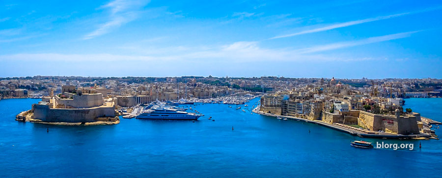 How To Use Malta Public Transport: By Foot, Bus, Ferry and Taxi