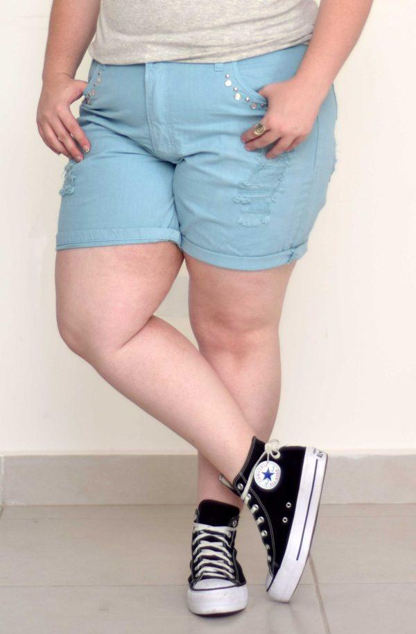 shorts-azul-claro-bordado-blossoms-plus-size