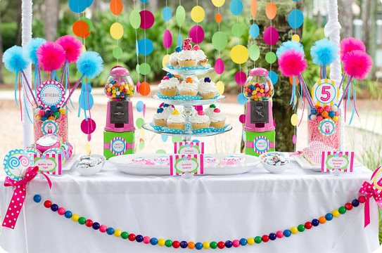 Sweet shoppe goodies it 39 s a candy party b lovely events - Candyland party table decorations ...