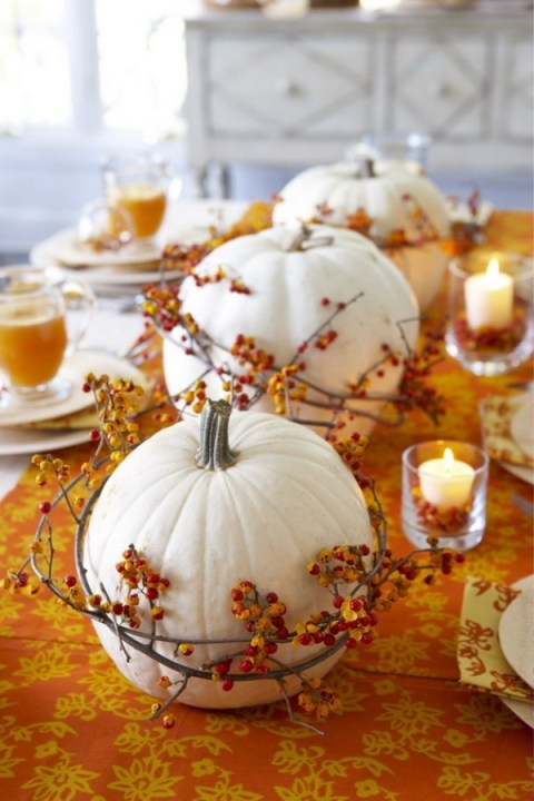 Stylish white pumpkin centerpieces for Thanksgiving