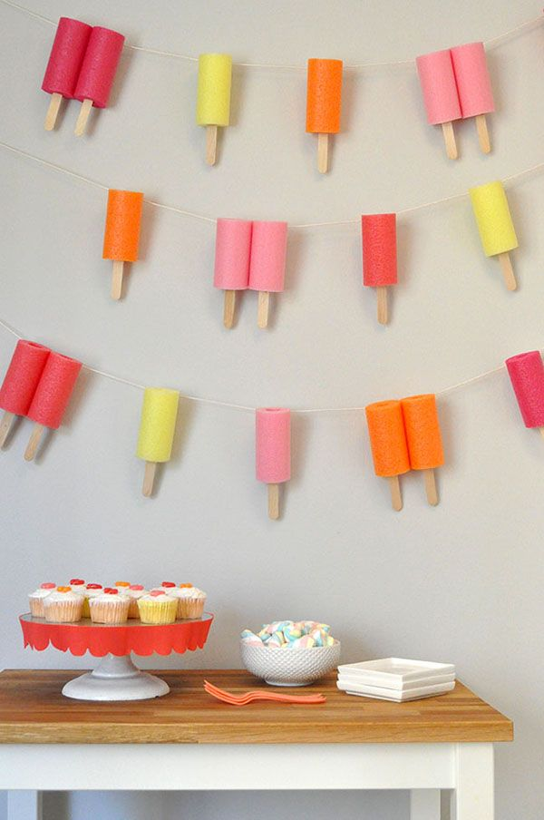 Love this DIY Popsicle garland for a summer party!