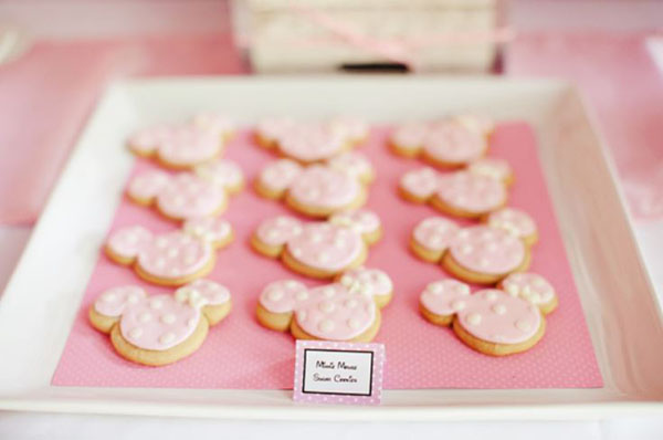 Minnie mouse party cookies in pink!