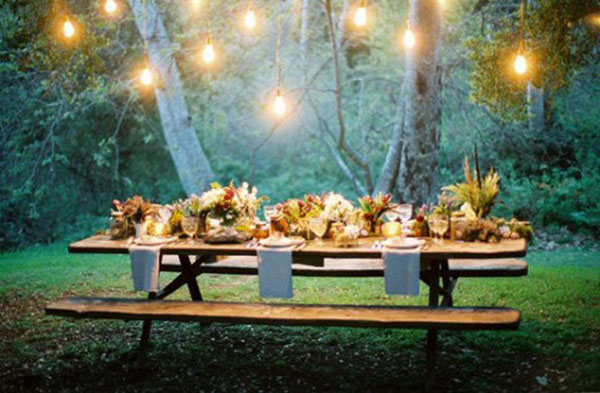 https://i2.wp.com/blovelyevents.com/wp-content/uploads/2014/08/Love-this-intimate-Outdoor-dinner-party-setting.jpg
